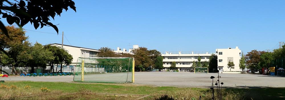 新浦安エリアの学校の外観